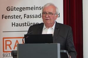 """<div class=""""bildtext"""">Prof. Dr. Winfried Heusler von Schüco International.</div>"""
