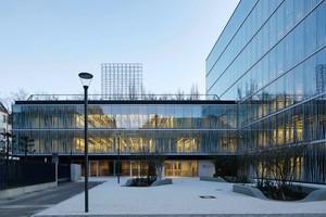 Die Treppe verbindet alle Stockwerke des neuen Max-Delbrück-Centrums für Molekulare Medizin (MDC) in Berlin.<br />