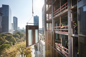 FKN produzierte für den Frankfurter Marienturm Fassadenelemente und 4.293 Drehfensterflügel.