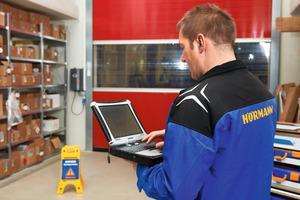 """<div class=""""bildtext"""">Durch die Informationen der SmartControl-Plattform kann die Reparatur von Schnelllauftoren vor Ort gezielt unterstützt werden. </div>"""