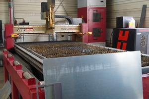 """<div class=""""bildtext"""">Die CNC-gesteuerte Brennschneideanlage hat vor vier Jahren den Brennwagen abgelöst und neue Kapazitäten geschaffen.</div>"""