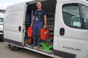 """<div class=""""bildtext"""">Seit vielen Jahren bei Smela bewährt: Jedes Montagefahrzeug ist mit einer Werkzeugrange von Hilti ausgestattet.</div>"""