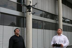 """<div class=""""bildtext"""">Metallbaumeister Walter Heinrichs (l.) und der IT-Spezialist Thomas Gerard (r.) bieten über die Firma 3D Lasca in Aachen Drohnenscans als Dienstleistung an.</div>"""