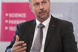 """<div class=""""bildtext"""">Dipl.-Ing. Heinz Ferk, Leiter des Labors an der TU Graz.</div>"""