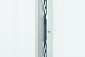 """<div class=""""bildtext"""">Diese Lüftungsklappen mit Parallel-Ausstellscheren aus der Serie """"Roto PS Aintree"""" sorgen im geöffneten Zustand für eine sehr hohe Luftwechselrate. </div>"""
