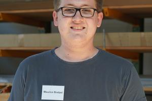 """<div class=""""bildtext"""">Azubi Maurice Bretzel möchte nach seiner Gesellenprüfung weiter im Metallbau tätig sein.</div>"""