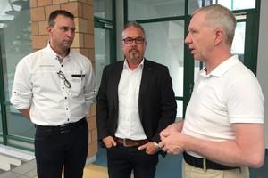 Siegenia Aubi unterstützt als Industriepartner die Akademie GFF. Ralph Wentland, Mark Meyer, Vertriebsleiter Aluminium International und Schulleiter Waldemar Dörr (v.l.)<br />
