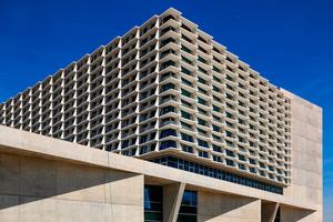 """<div class=""""bildtext"""">Neubau Bürgerspital Solothurn: Das Bettenhaus erhielt vom 4. bis 7. Stockwerk eine Glas-Beton-Fassade mit 280 Fassadenelementen.</div>"""