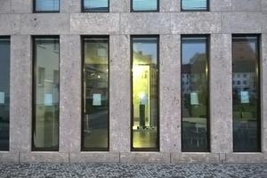 """<div class=""""bildtext"""">100 Verbundfenster des Kleist-Museums in Frankfurt/Oder waren teils nicht gebrauchstauglich. Weiß hat sie in Kooperation mit einem Metallbauer wieder instandgesetzt. Für diesen Auftrag fand sich lange Zeit kein Betrieb.</div>"""