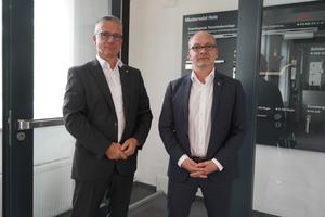 "<div class=""bildtext"">v.l.: Frank Kampmeier, Leiter Profilsysteme/Metallbau und Thomas Filthuth, Leitung Vertrieb.</div>"