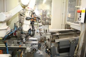 """<div class=""""bildtext"""">Am Standort Luckenwalde werden die Türkomponenten mit Hightechmaschinen auf Fertigungslinien produziert, die Industrie 4.0 entsprechen.</div>"""