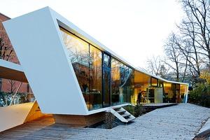 """<div class=""""bildtext"""">In der Kunst- und Architekturschule """"bilding"""" in Innsbruck sind vier Isolar Solarlux A-Typen verbaut, die trotz unterschiedlicher Eigenschaften keine Farbunterschiede zeigen. </div>"""
