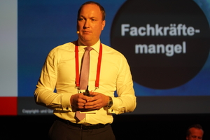 "<div class=""bildtext"">Geschäftsführer von Professional Services: Dr. Christian Faden.</div>"