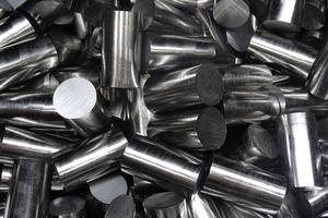 """<div class=""""bildtext"""">Eisen-Schmid hält Stahlprodukte auf einem Lagerareal mit über 10.000 qm Fläche vor.</div>"""