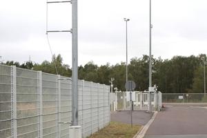 """<div class=""""bildtext"""">Das VW Werk in Wolfsburg wird durch einen 14,6 Kilometer langen Zaun gesichert. Den Bau und die Instandhaltung leisten externe Firmen.</div>"""