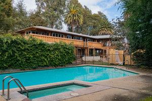 """<div class=""""bildtext"""">1941 ließ Thomas Mann im Nobel-Vorort Pacific Palisades in Los Angeles sein Wohnhaus im Bauhaus-Stil errichten.</div>"""