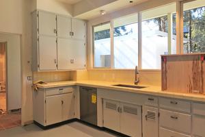 """<div class=""""bildtext"""">Wurde im ursprünglichen Zustand vorgefunden und konnte erhalten werden: die Küche der Familie Mann ...</div>"""