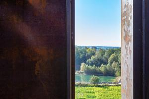 """<div class=""""bildtext"""">Die Skulptur SICHTUNG gibt den Blick auf die Region um Reithofen frei.</div>"""
