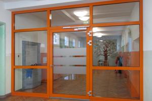 """<div class=""""bildtext"""">Alltagsgeschäft für Metallbau-Bernt: Brandschutztüren für Schulen, Kindergärten und Kommunen.</div>"""