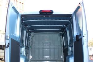 """<div class=""""bildtext"""">Die Hecktür des Fiat Ducato L2H1 gibt eine Öffnung von 1,562 m Breite und 1,520 m Höhe frei. </div>"""