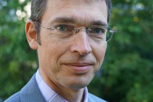 """<div class=""""bildtext"""">Der Autor: Prof. Dr.-Ing. Geralt Siebert, Obmann des Normungsausschusses der DIN 18008.</div>"""