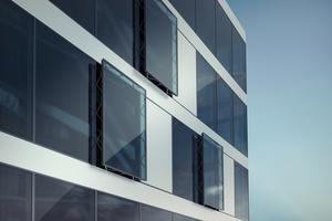 """<div class=""""bildtext""""><irspacing style=""""letter-spacing: 0em;"""">In der klimaaktiven Fassade übernehmen meist in automatisierte Gebäud</irspacing>eleitsysteme integrierte Fensterantriebe die natürliche Frischluftzufuhr. </div>"""