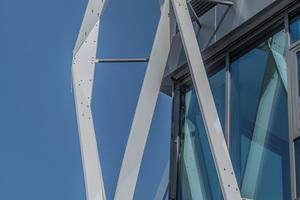 """<div class=""""bildtext"""">Muster, wie sich die Fassadenstruktur um die Gebäudeecken herum führen ließ, wurden über 3D-Druck generiert.</div>"""