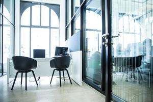 """<div class=""""bildtext"""">Die Flächen in den Obergeschossen werden als Büro- und Besprechungsräume genutzt. </div>"""