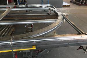 """<div class=""""bildtext"""">Die historischen Rundbogenfenster wurden in der Werkstatt von Niebuhr mit Profilsystemen von Schüco Jansen nachgebaut.</div>"""