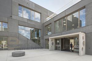 """<div class=""""bildtext"""">Mit der Volksschule wurde 2019 ein erster Bauabschnitt des Schulcampus in der SmartCity fertiggestellt.</div>"""