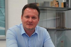 """<div class=""""bildtext"""">Produktmanager Alexander Schwörer.</div>"""