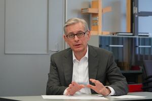 """<div class=""""bildtext"""">Arnd Brinkmann, CEO von Gutmann Bausysteme.</div>"""