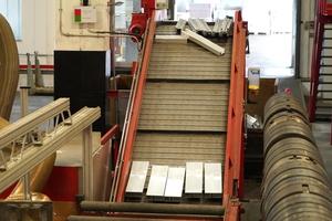 """<div class=""""bildtext"""">In Weißenburg werden Aluminiumsystemprofile gefertigt; das Werk hält für die Herstellung die gesamte Wertschöpfungskette vor.</div>"""