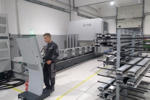 """<div class=""""bildtext"""">Moderner Maschinenpark: Mit der Schüco CNC-Bearbeitungsmaschine AF 500 lassen sich die Betriebsabläufe forciert vernetzen.</div>"""