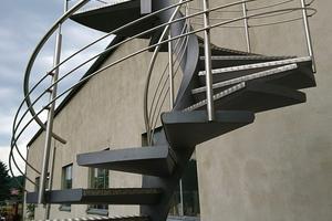 """<div class=""""bildtext"""">Alle 3D-gebogenen Treppenwangen stammen von Schleicher Metall- und Biegetechnik.</div>"""