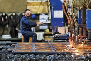 """<div class=""""bildtext"""">Mit modernen CNC-Brennschneidanlagen können Bleche bis zu 100 mm Dicke bearbeitet werden. </div>"""