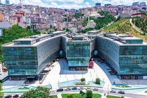 """<div class=""""bildtext"""">Turgay Turan lässt sich gerne von den optischen, technischen und wirtschaftlichen Anforderungen einzelner Projekte fordern.</div>"""