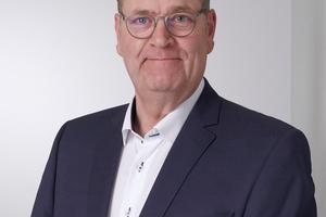 "<div class=""bildtext"">Schlossermeister Peter Rausch ist Vertriebspartner für E·R·Plus. </div>"