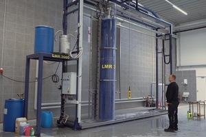 """<div class=""""bildtext"""">Lindner Rido reinigt Aluminiumlamellen mit dem stationären Reinigungssystem LMR 3000 von SPS-Cleaning-Systems.</div>"""