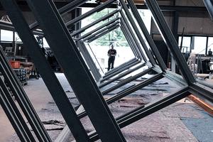 """<div class=""""bildtext"""">Schumacher setzt mit zwölf Mitarbeitern Projekte im Stahl- und Metallbau um. Die digitalen Abläufe bescheren komplexere Aufträge.</div>"""