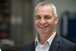 "<div class=""bildtext"">Johannes Schmid hat MetallArt zu einem internationalen Betrieb ausgebaut.</div>"