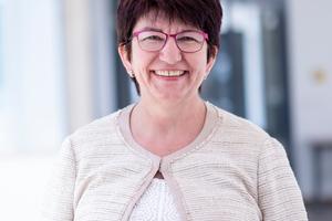 """<div class=""""bildtext"""">Christine Nußbaumer, bei Lindner Abteilungsleiterin für Personalentwicklung.</div>"""