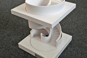 """<div class=""""bildtext"""">Auf Wunsch von Kunden wird das digitale 3D-Modell (Foto links)maßstabsgetreu über einen 3D-Drucker ausgedruckt.</div>"""