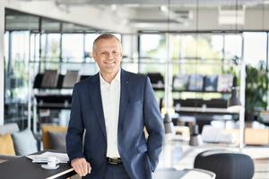 """<div class=""""bildtext"""">Andreas Engelhardt, persönlich haftender Gesellschafter von Schüco sagt: """"Wir betrachten Nachhaltigkeit ganzheitlich und unterscheiden daher nicht zwischen wirtschaftlichen und investitionsbedürftigen Bereichen."""" </div>"""