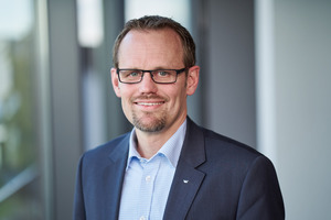"<div class=""bildtext"">Henning Köln ist Leiter Produktmanagement der Business Unit Smart Building bei Schüco International.</div>"