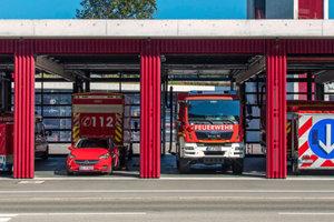 Blick in Fahrzeughalle der neuen Feuerwache in Kaufbeuern.<br />