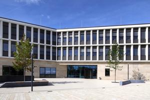 """<div class=""""bildtext"""">Das Bürogebäude in Sendenhorst ist ein Alucobond-Objekt mit verschiedenen Fassadensystemen.</div>"""