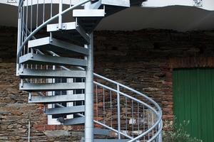 """<div class=""""bildtext"""">Tristan Fernandez Haas erwirtschaftet rund 50 Prozent des Umsatzes mit dem Bau von Treppen.</div>"""