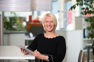 """<div class=""""bildtext"""">Die Corona-Maßnahmen änderten den Arbeitsalltag von Personalleiterin Carmen Klopf, die bei Haga Metallbau u.a. für die Umsetzung behördlicher Anordnungen zuständig ist.</div>"""