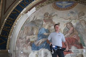 "<div class=""bildtext"">Geschäftsführer Jens Ludwig hat bereits bei mehreren historischen Sanierungen gute Arbeit gezeigt. So auch beim Stadtschloss Weimar.</div>"